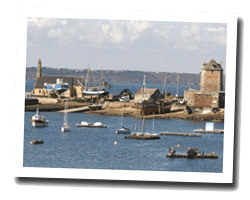 seaside hotels camaret