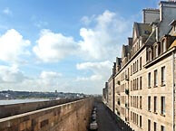 hotel with sea view ibis-centre-st-malo