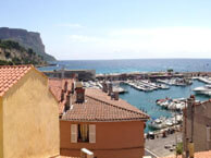 hotel with sea view le-commerce-cassis