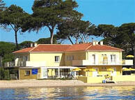 hotel with sea view lido-beach-hyeres