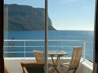 hotel with sea view mahogany_cassis