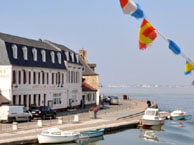hotel with sea view portetbains-stvalerysursomme