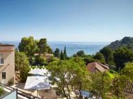 hotel with sea view terrasses-bailli-rayol